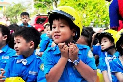 """Học sinh Lớp 1 Tiểu học  sẽ được tặng mũ bảo hiểm trong chương trình """"Giữ trọn ước mơ"""""""