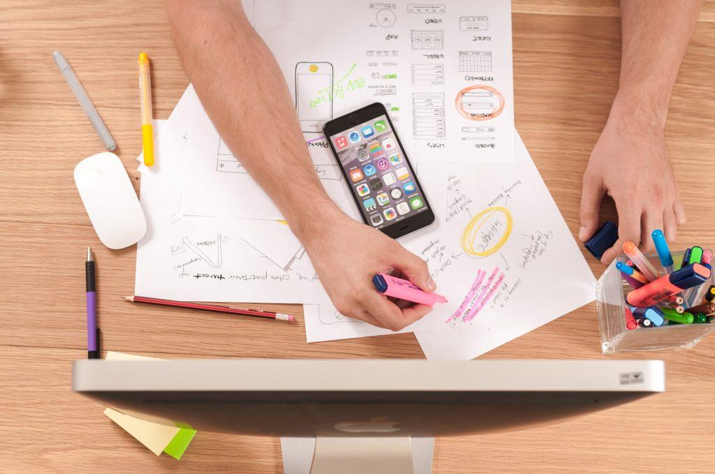除了依靠人脈拓展生意,接案平台也是不錯的選擇。