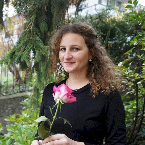 Anna - Tel Aviv: Creative and passionate teacher. Master's i...