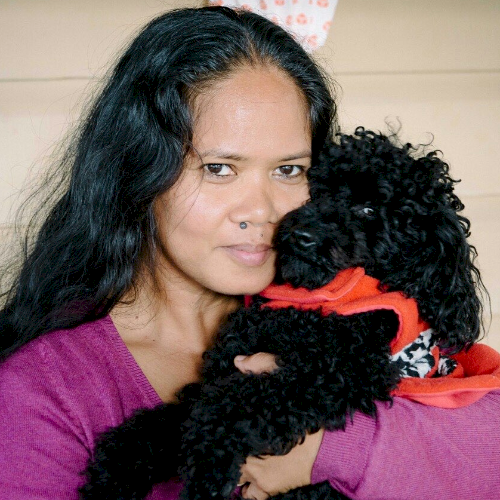Dina - Brisbane: Hi, I'm Dina, a native English speaker. Lea...