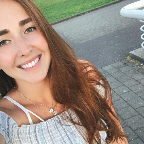 Essette - Brisbane: Hi, everyone, my name is Esya and I am 22 ...