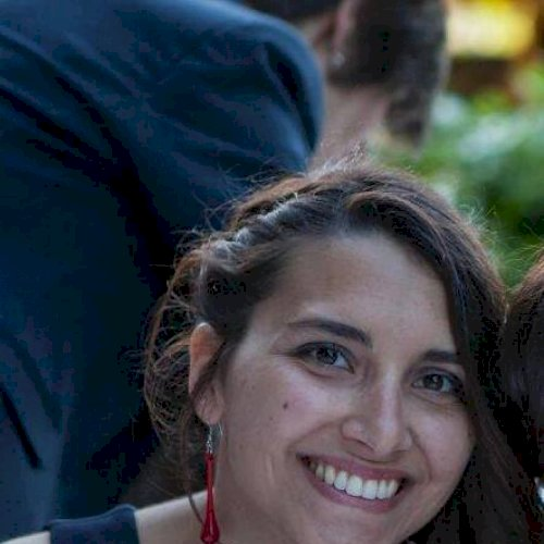 Giulia - Italian Teacher in Paris: Salut tout le monde, je sui...