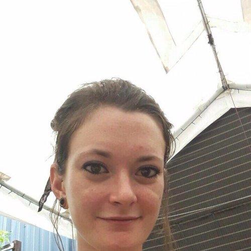 Jess - Darwin: Hello! My name is Jess, I'm 27 yo, married and ...