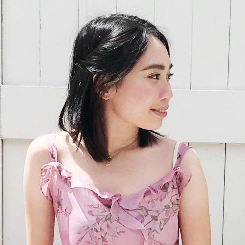 Jess - Brisbane: Hello, I am Jess. I am fluent in English and ...