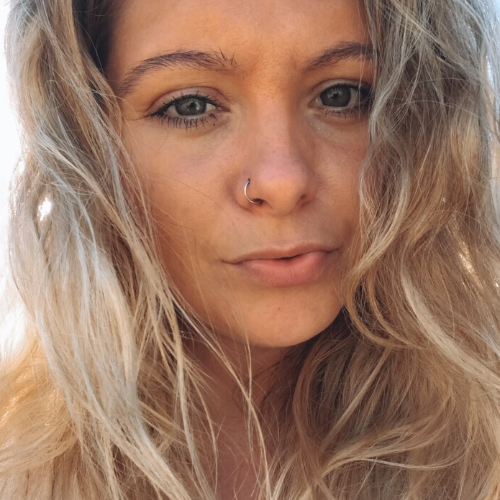 Laura - Gold Coast: I am an English girl currently travelling ...