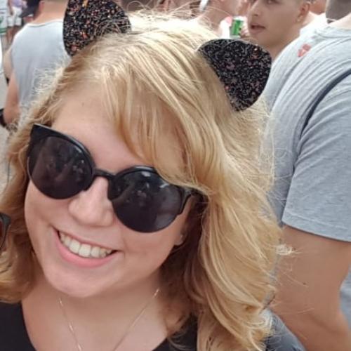 Lianne - Brisbane: Hello! I'm Lianne, a 23 year old girl. I am...