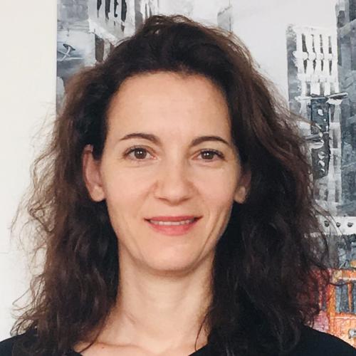 Licia - Hong Kong: Hi! I am a native Italian teacher who is pr...