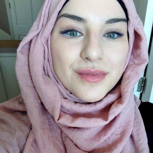 Lynda - London: I am Lynda, a 24 years old girl from France. I...