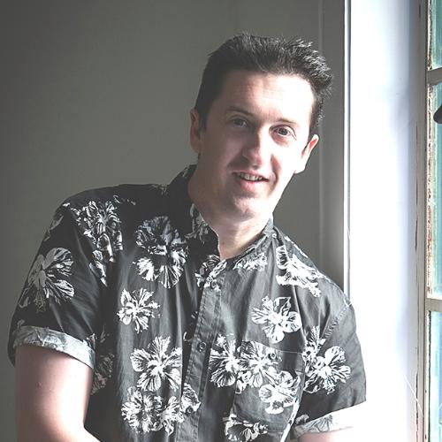 Mark - Auckland: I am a Photographer and Graphic Designer livi...