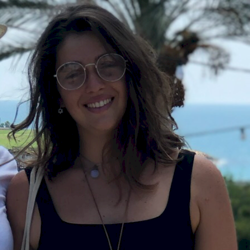 Rafaela - Tel Aviv: Hey! I'm from Brazil, studied arts, educat...