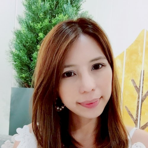 Raine - English Teacher in Hong Kong: Hi! I am Raine, original...