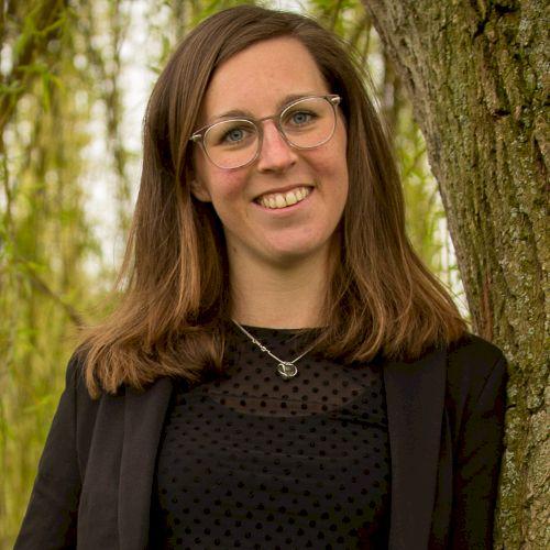 Loes - Dutch Teacher in Melbourne: Hi everyone! My name is Loe...