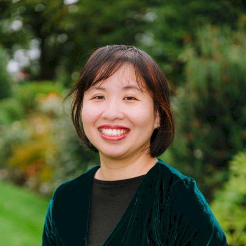 K Lee - English Teacher in Singapore: Hi! I have taught Englis...