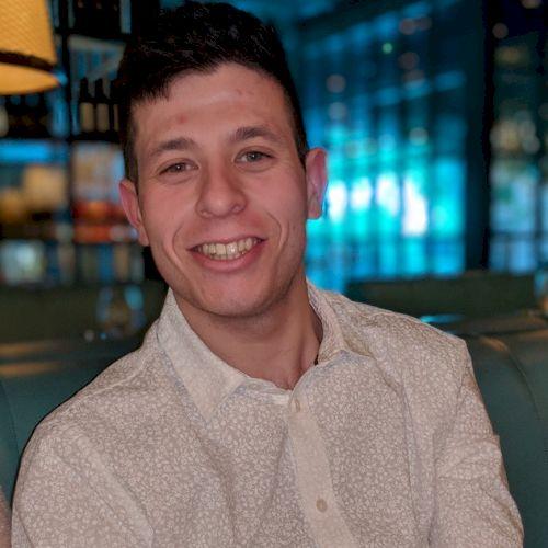 Joshua - English Teacher in Sydney: Looking to help, assist an...