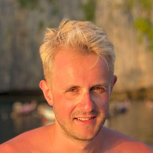 Nicholas - English Teacher in Sydney: Hi there, I'm Nick. I�...