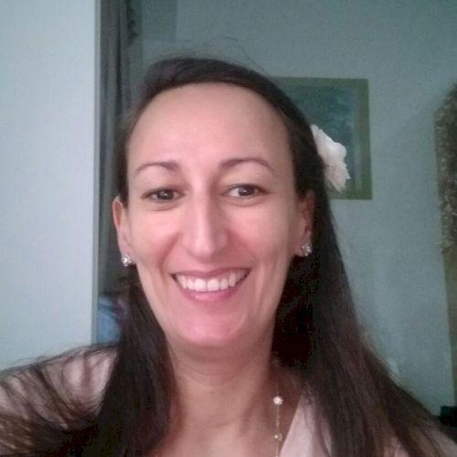 Assia - French Teacher in Singapore: Hi, I am Assia, I am a Fr...