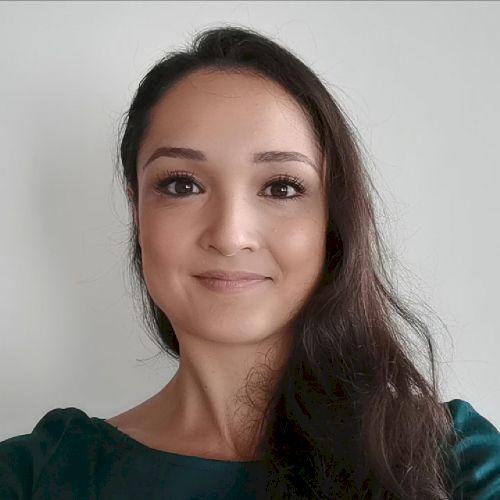 Isabelle - German Teacher in Hong Kong: Hello everyone! My nam...