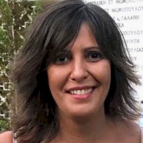 Sophia - Greek Teacher in Paris: I can speak English (Proficie...