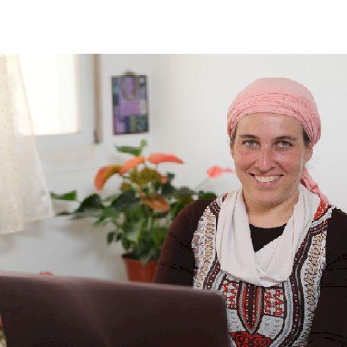 Sara - Hebrew Teacher in Tel Aviv: I am a He-En and En-He acad...