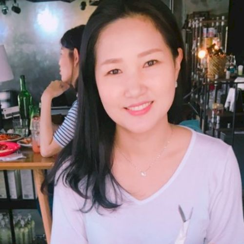Michelle - Korean Teacher in Singapore: Hi there. I'm Michelle...