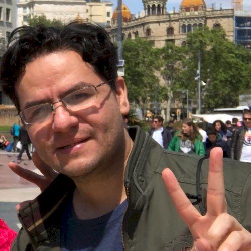 Javier - Spanish Teacher in Singapore: Hola! I'm Javier from E...