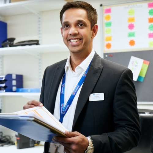 Tushar - London: I am a working Hospitality professional in Lo...