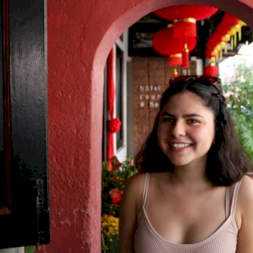 Valeria - Spanish Teacher in Singapore: I am Valeria, a biling...