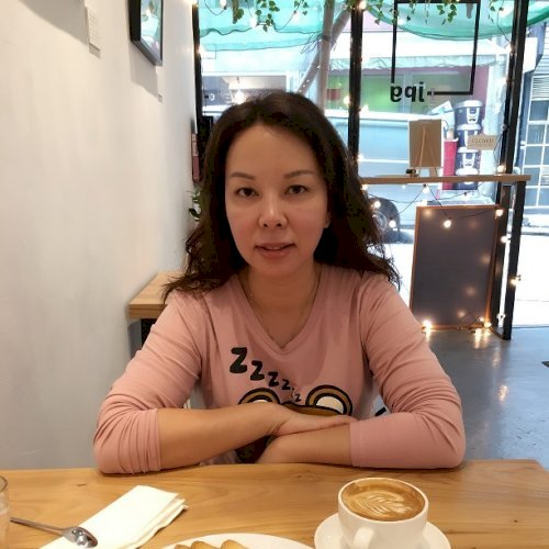 Yvonne - Hong Kong: I have been teaching Cantonese and Mandari...