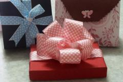 Gift wrapping and bow decoration workshop