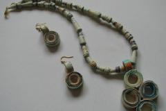 Make Your Own Paper Beads Jewels!