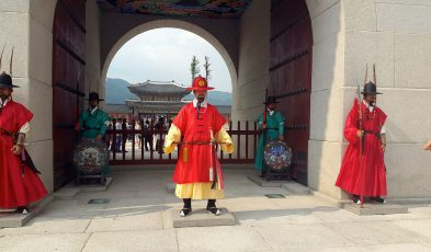One of the things to do in Seoul is visiting the Gyeongbokgung Palace