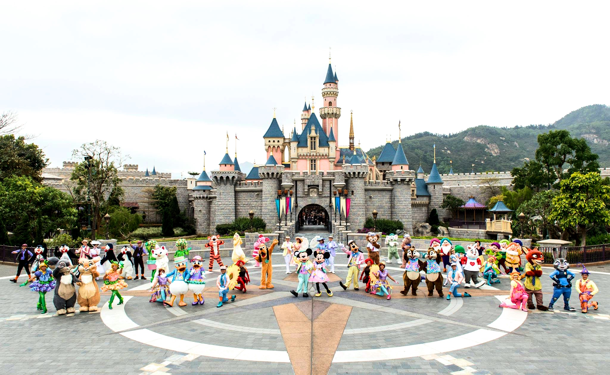 Happyest 8 Secret Tips For Your Hong Kong Disneyland Visit