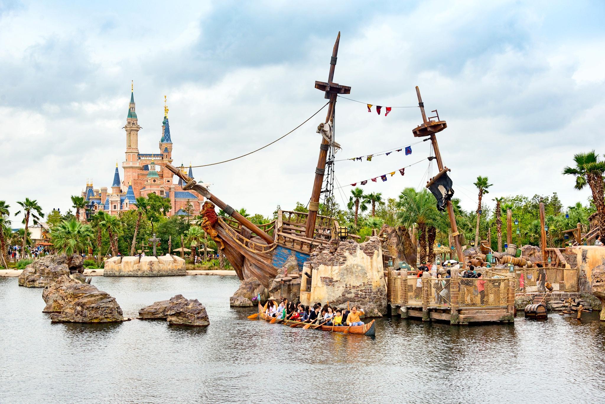 Disney Secrets: Exclusive Features of the 11 Disney Parks