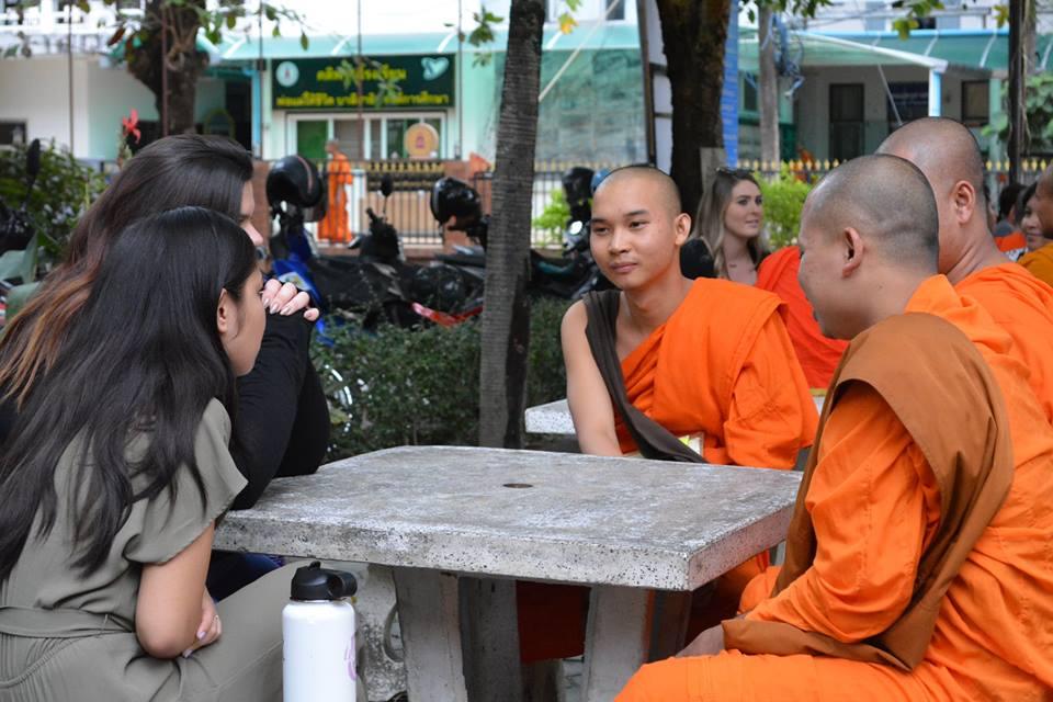 Giao lưu với thầy tu Chiang Mai