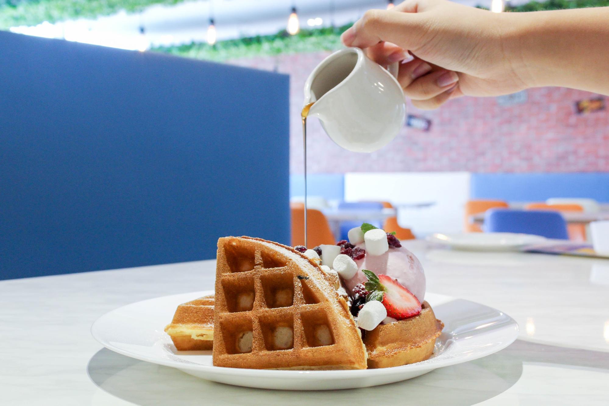 HyfeCafe Golden Waffles