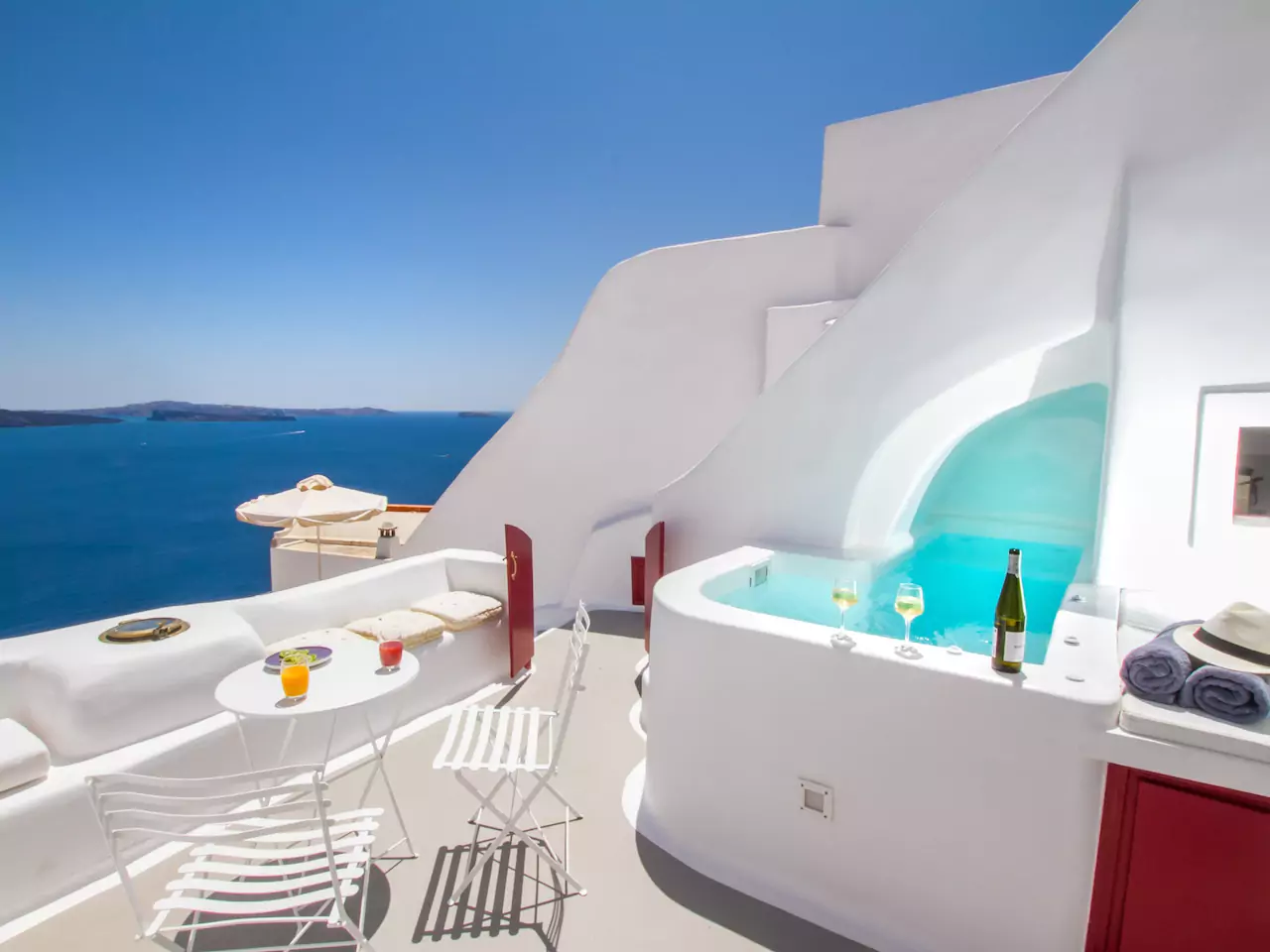10 Stunning Airbnbs in Santorini That Are Worth the Splurge