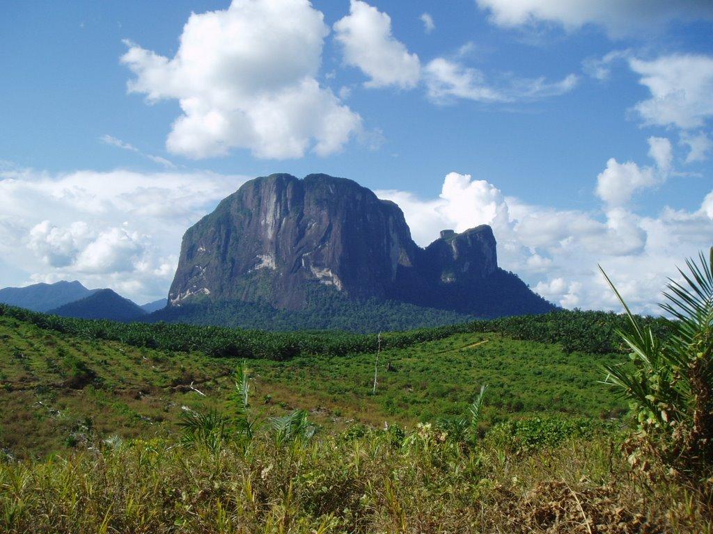 Du Lịch Belitung - Indonesia  Leo núi Batu Baginde