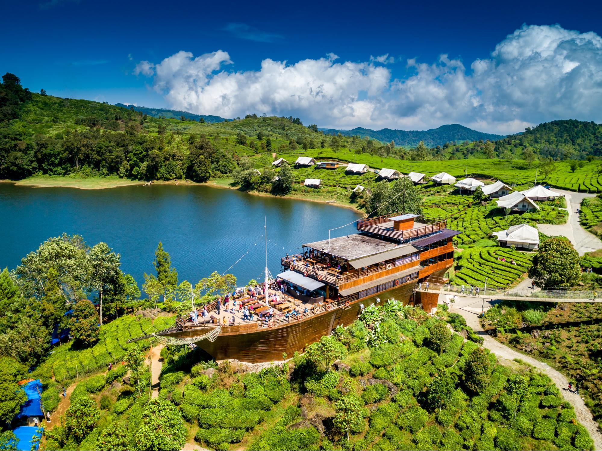 Bandung-Indonesia nhà hàng chiếc thuyền