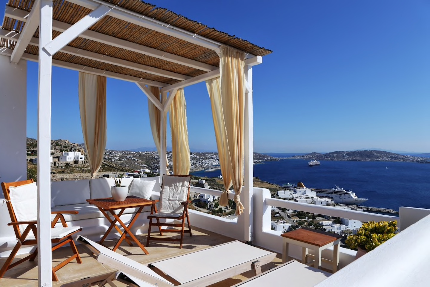 7 Picture-Perfect Airbnbs in Mykonos, Greece