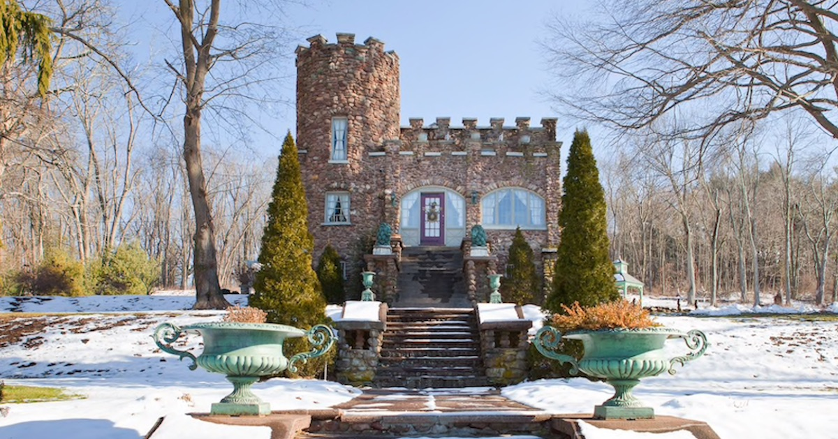 16 Magnificent Castles on Airbnb That Will Make You Feel Like Royalty [UPDATED 2021]