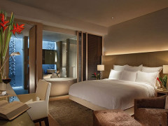 Romantic Couple Getaway at Singapore Marriott Tang Plaza Hotel