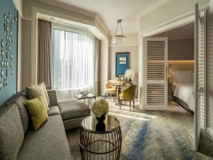 Weekend Bed & Breakfast with Up to 18% Savings in Four Seasons Hotel Singapore