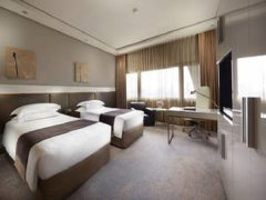 Room Only at 10% Off Best Available Rate in Mandarin Orchard Singapore