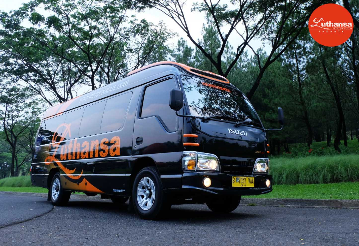 Isuzu Elf 21 Seats | Sky Transport
