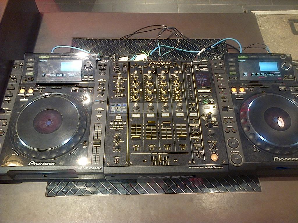 CDJ Pioneer 2000 Mixer 900 Nexus | Adhie Rental - Sewa menyewa jadi lebih mudah di Spotsewa