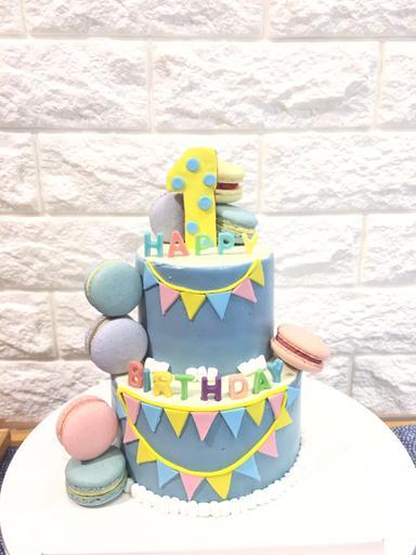 歡慶旗子雙層蛋糕