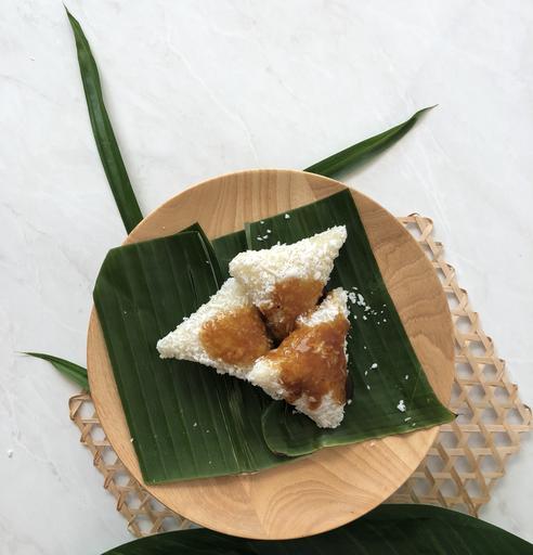 4 Pieces Kue Lopis