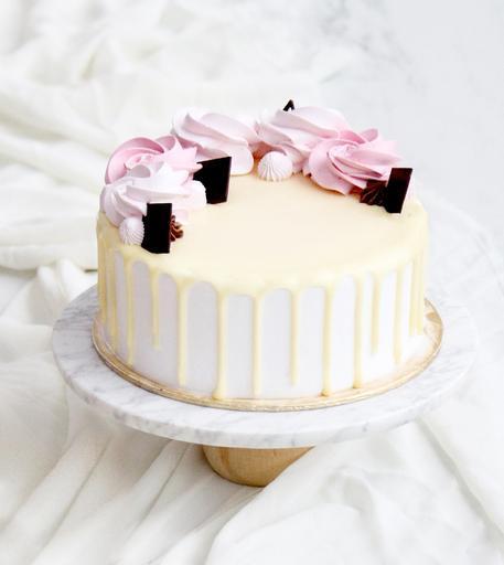 """7"""" Rose Cake"""
