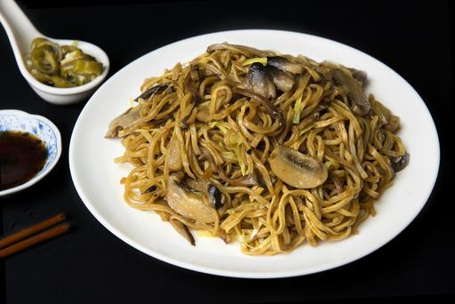 Braised EE-Fu Noodle with Mushroom & Chives 干烧伊面