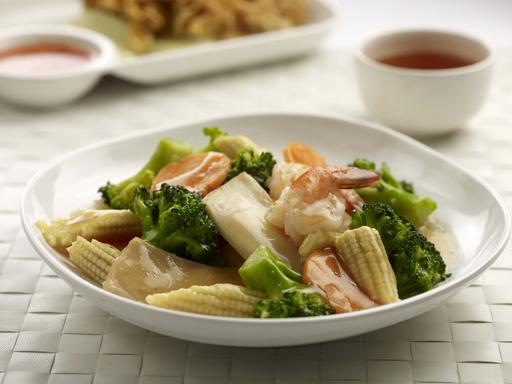 Broccoli Stir-Fried with Vegetables and Seafood (翡翠鸳鸯)